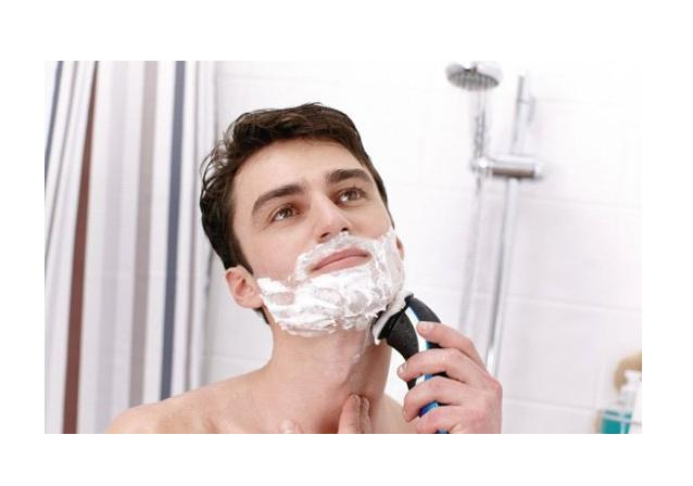 PHILIPS NORELCO - WET/DRY ELECTRIC SHAVER,